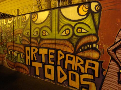 Graffiti at Teatro Municipal - photo by Marcos Paulo Dias