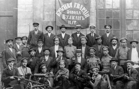 October 1917: Red guard unit at the Vulkan factory in Petrograd. Source: Public Domain.